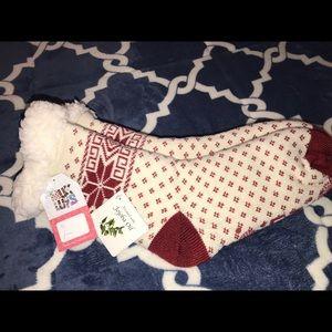 MUK LUKS Red Snowflake Cabin Socks Size L/XL NWT